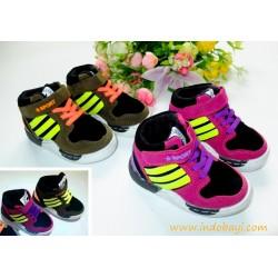 Sepatu converse sport ijo dan fusia idr 93rb per psg